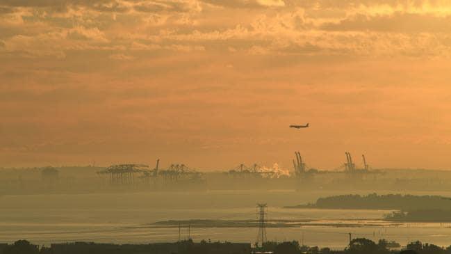 Lớp khói dày nguy hại bao phủ, toàn TP Sydney bị ô nhiễm nghiêm trọng - Ảnh 1.