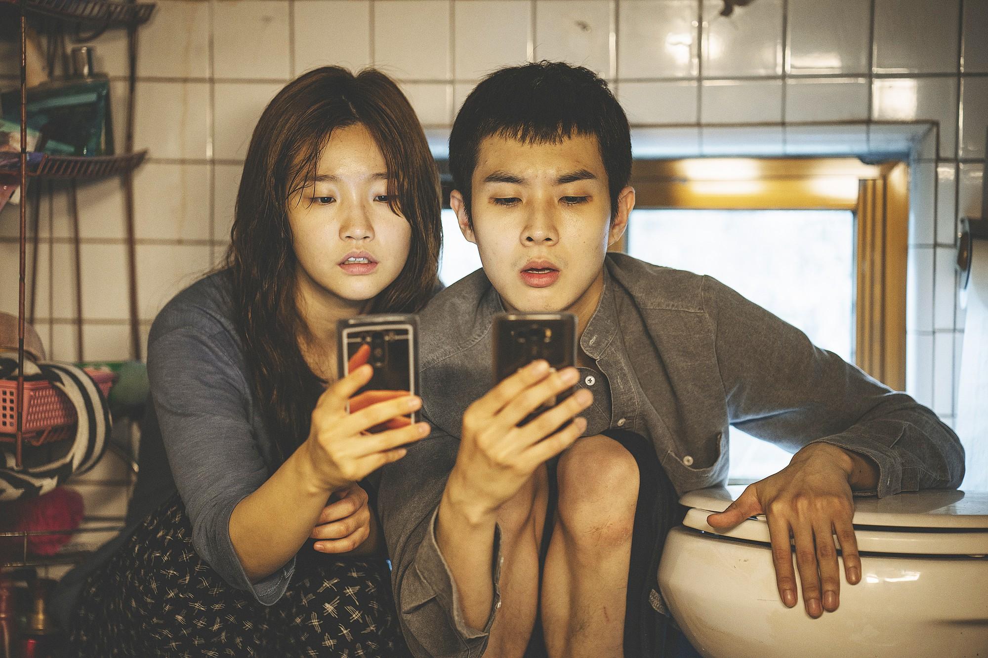Parasite: Phim kí sinh trùng xứ Hàn nhận được phản ứng bùng nổ tại LHP Cannes 2019 - Ảnh 3.