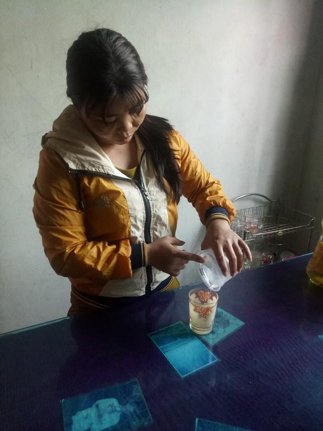 Kỳ lạ người phụ nữ cứ ăn cơm là ói ra máu, chỉ uống nước đá suốt 7 năm nay - Ảnh 4.