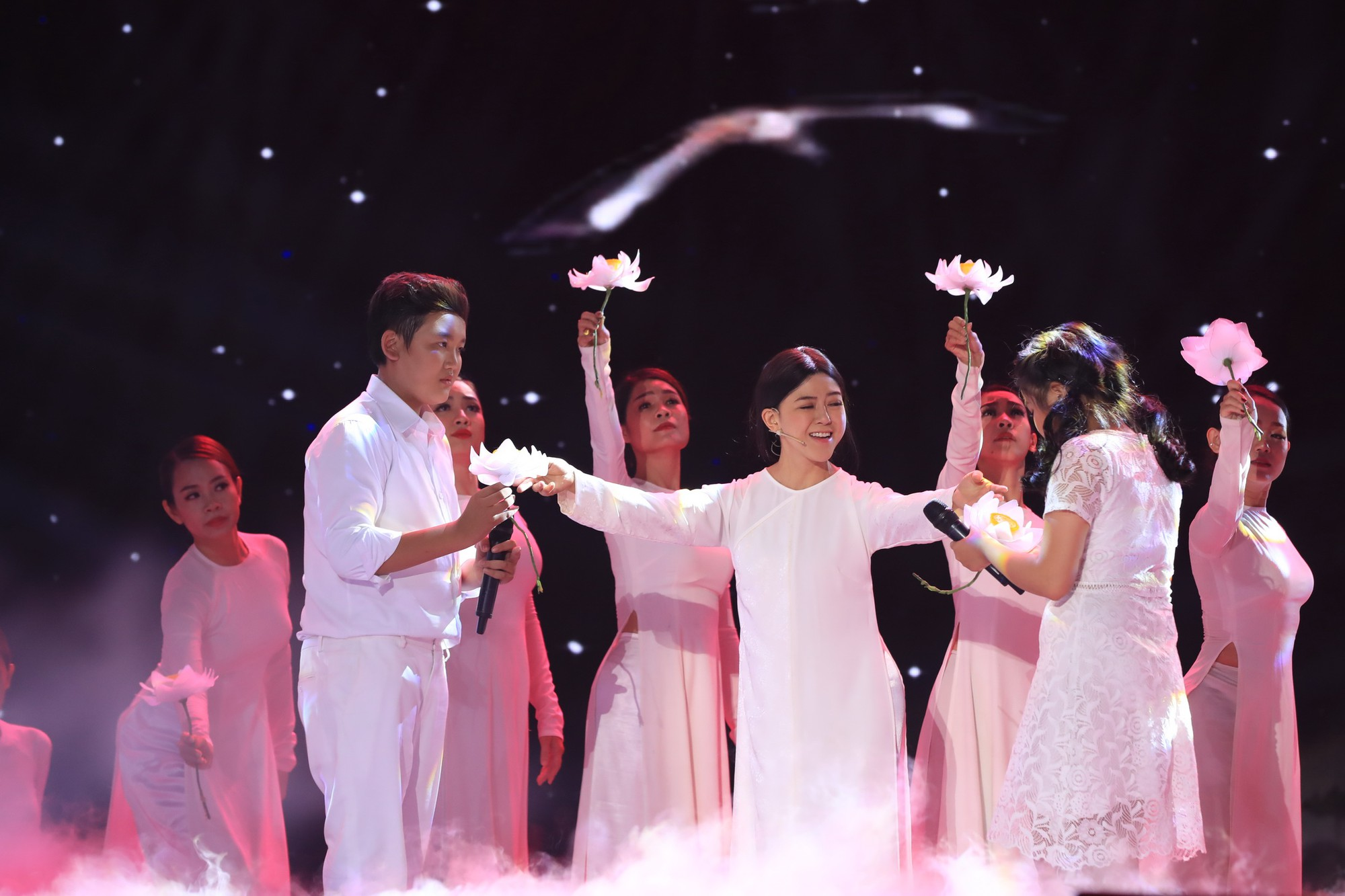 Tuyệt đỉnh song ca nhí 2019 kết thúc với chiến thắng của đội Hồ Việt Trung - Diệu Nhi - Ảnh 15.