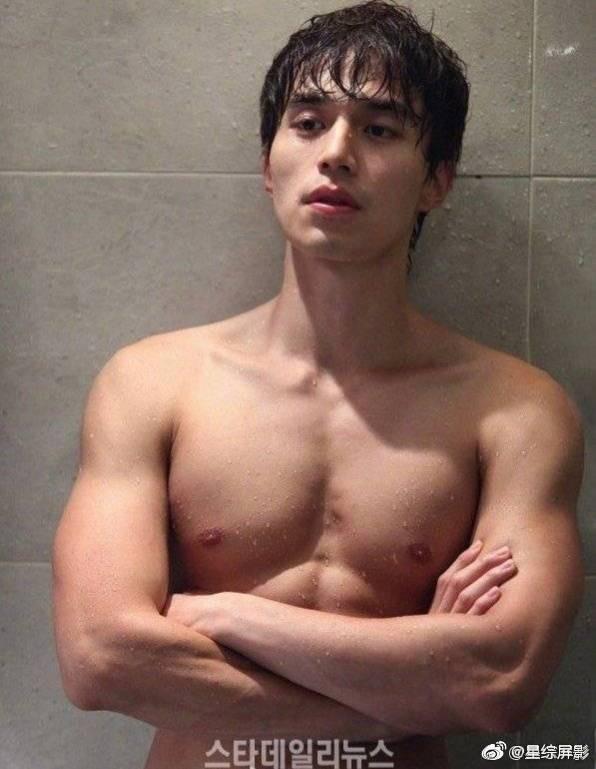 Khiến chị em xịt máu mũi với body cuồn cuộn, ai mà ngờ Lee Dong Wook từng một thời béo ú nu thế này - Ảnh 1.