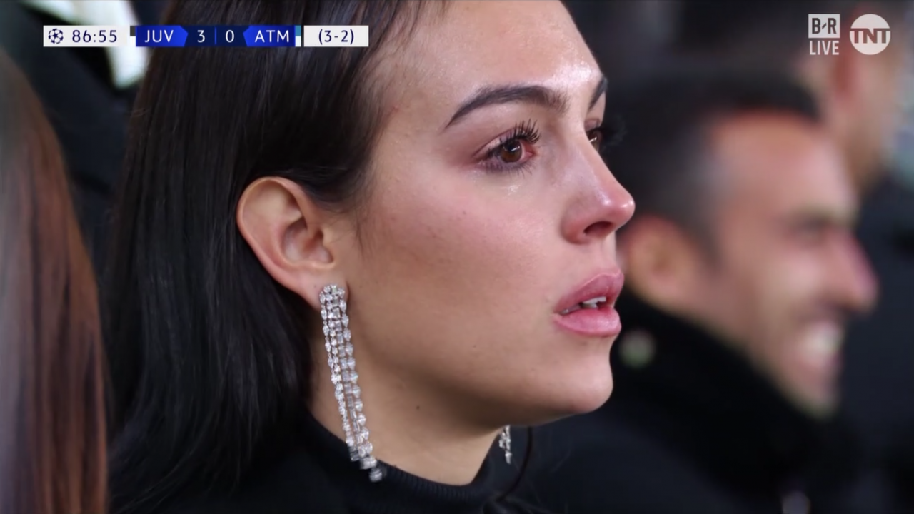 A collection of seconds that makes fans lose heart of his love Ronaldo: It's always beautiful but the most emotional emotional image - Monday 11.
