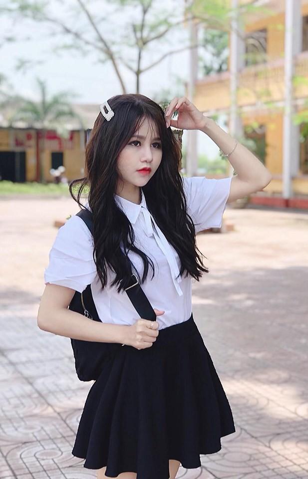 """Cô gái hay xuất hiện trong các vlog của Bà Tân bị """"ném đá"""" vì make-up quá đậm, là ai? - Ảnh 4."""