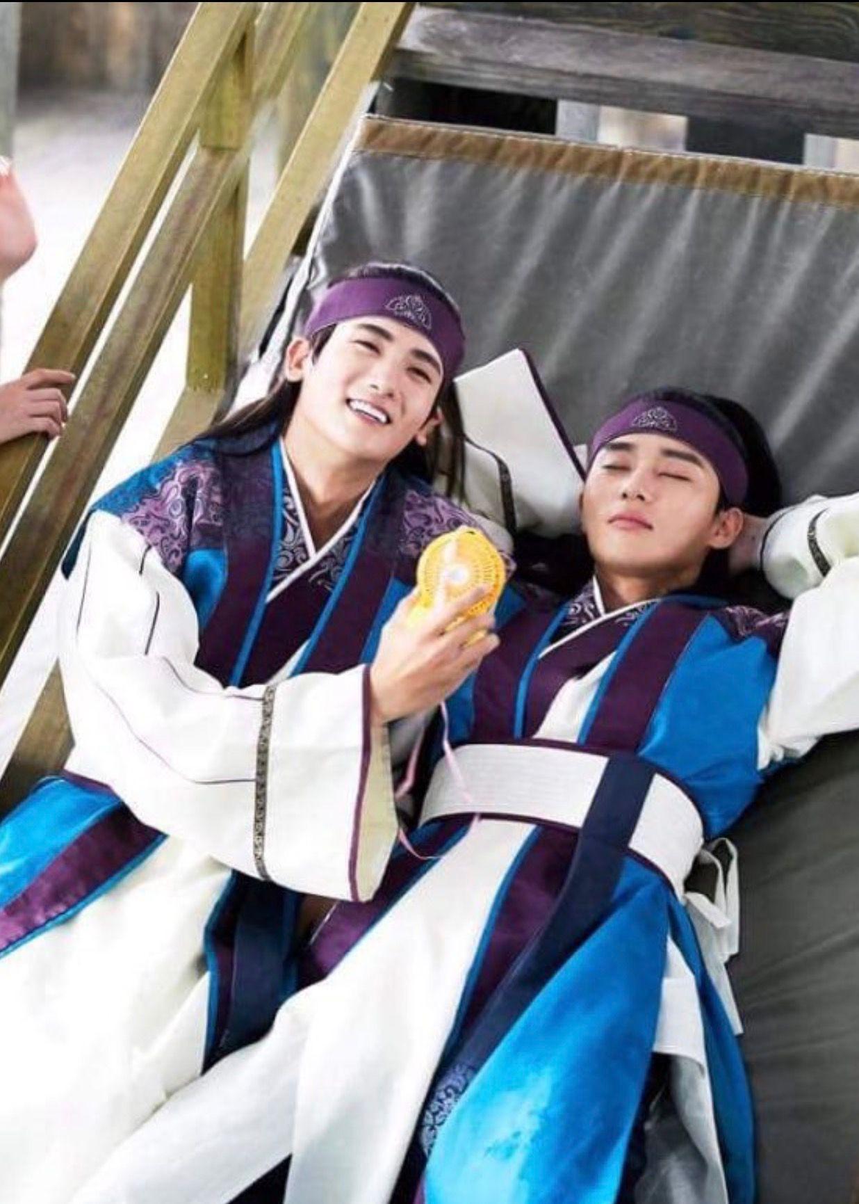 5 tình bạn chị chị em em của phim Hàn: Số 1 cướp vai trơ trẽn, số 2 nam chính nam phụ hôn lén ở hậu trường - Ảnh 19.