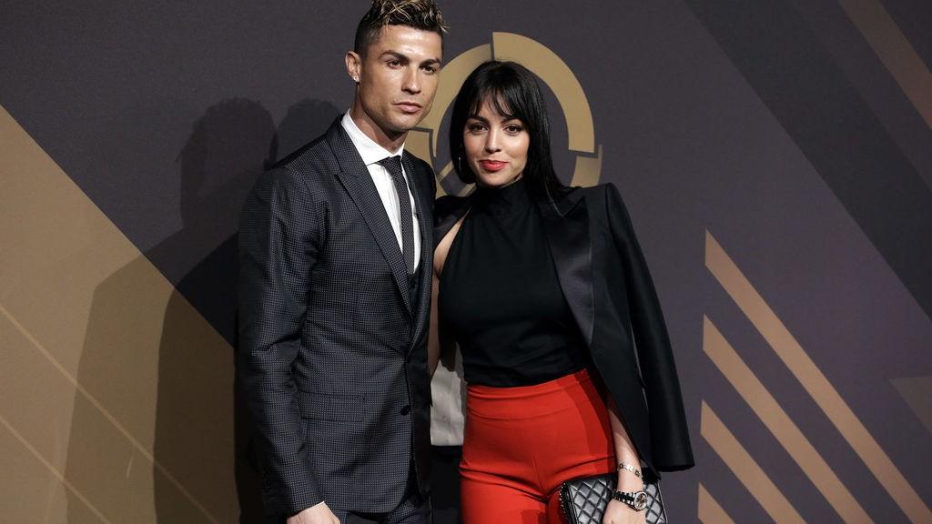 Tuyển tập những khoảnh khắc khiến fan rụng tim của bạn gái Ronaldo: Lần nào cũng đẹp xuất thần nhưng xúc động nhất là hình ảnh cuối - Ảnh 1.