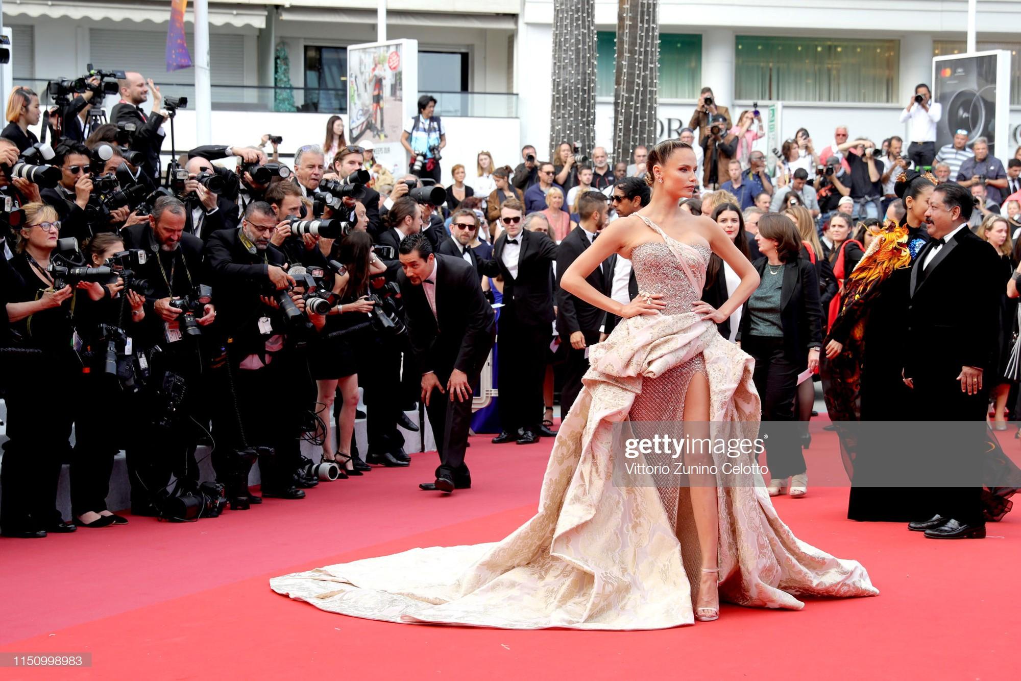 Cannes ngày 8: Mỹ nhân Ý khoe vòng 1 nhức mắt, dàn người mẫu Hollywood tung chiêu hết cỡ tại thảm đỏ - Ảnh 11.