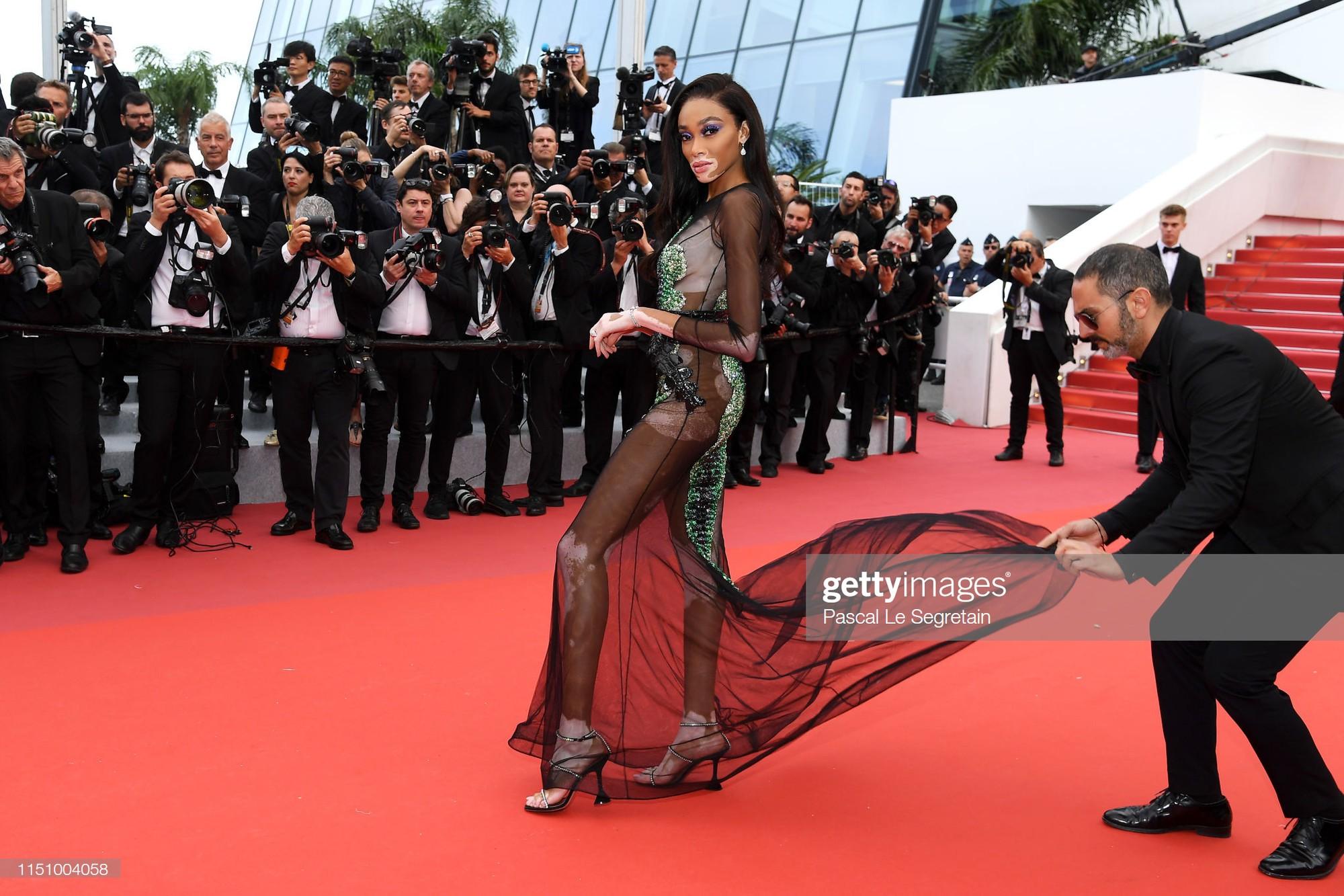 Cannes ngày 8: Mỹ nhân Ý khoe vòng 1 nhức mắt, dàn người mẫu Hollywood tung chiêu hết cỡ tại thảm đỏ - Ảnh 8.