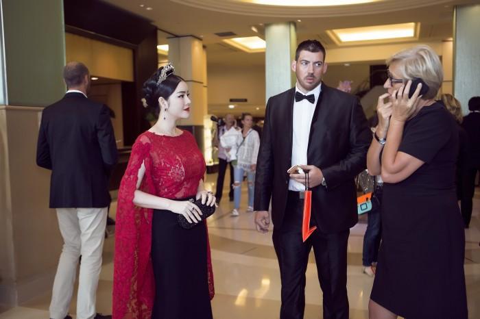 Sao Việt đến Cannes qua các mùa: Người vinh dự có tác phẩm, kẻ tơ hơ không ai biết xuất hiện để làm gì - Ảnh 21.