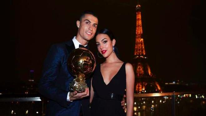 Cô gái vàng trong làng lọ lem đời thực: Mẫu 9x chiếm trọn trái tim, khối tài sản nửa tỷ đô của tay sát gái Ronaldo - Ảnh 14.