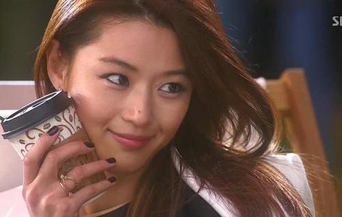 5 tình bạn chị chị em em của phim Hàn: Số 1 cướp vai trơ trẽn, số 2 nam chính nam phụ hôn lén ở hậu trường - Ảnh 2.