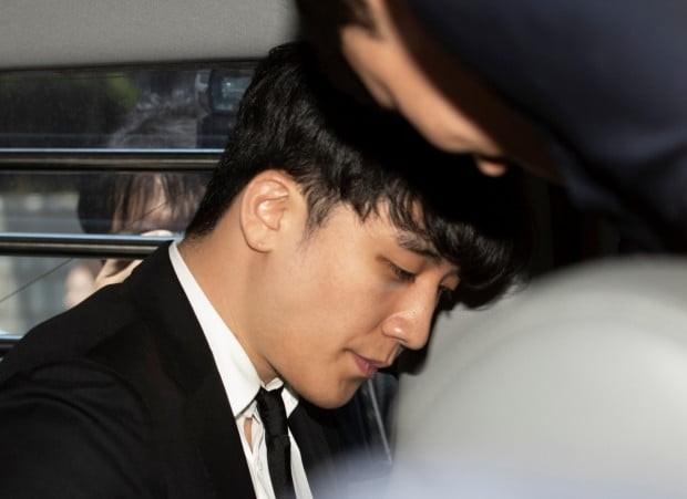 Dân Hàn phẫn nộ vì tình tiết vụ Seungri môi giới mại dâm: Gọi đến nhà mua dâm để kiểm tra trước khi dẫn cho đối tác - Ảnh 5.
