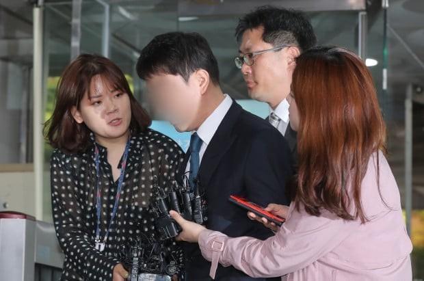 Dân Hàn phẫn nộ vì tình tiết vụ Seungri môi giới mại dâm: Gọi đến nhà mua dâm để kiểm tra trước khi dẫn cho đối tác - Ảnh 6.