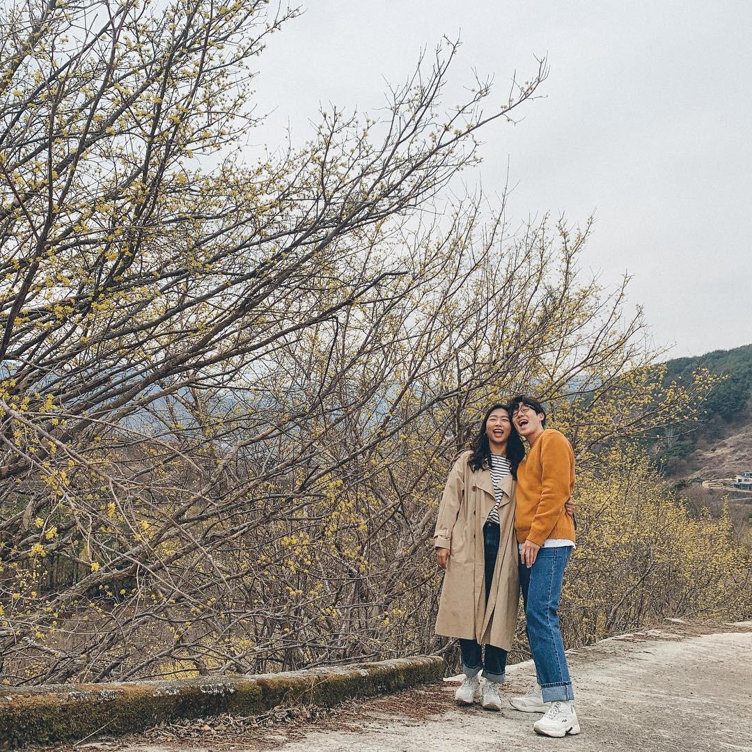 Học cách pose dáng như cặp đôi người Hàn này, đảm bảo có ngay loạt ảnh du lịch đáng yêu không trượt phát nào - Ảnh 6.