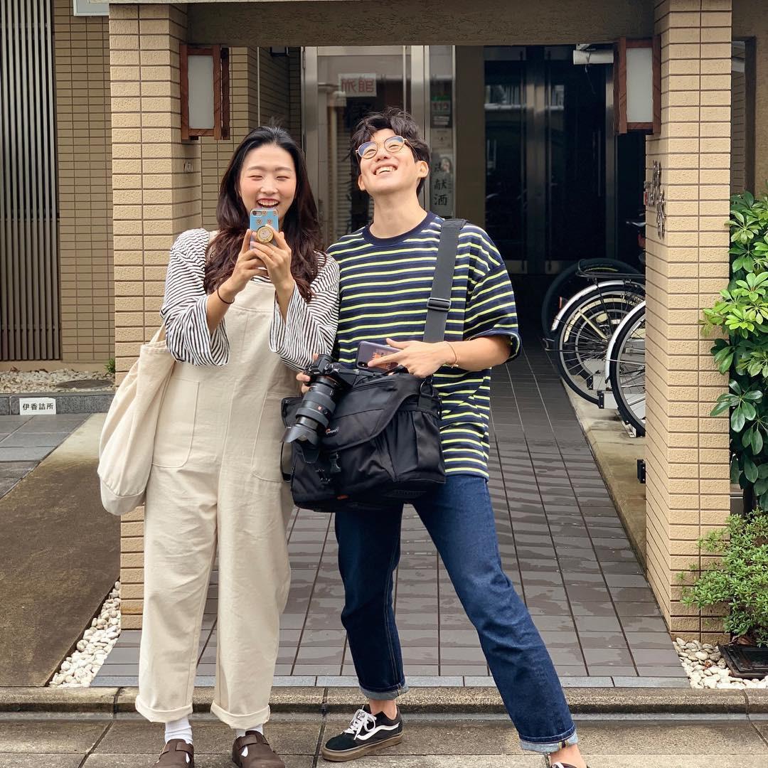 Học cách pose dáng như cặp đôi người Hàn này, đảm bảo có ngay loạt ảnh du lịch đáng yêu không trượt phát nào - Ảnh 10.