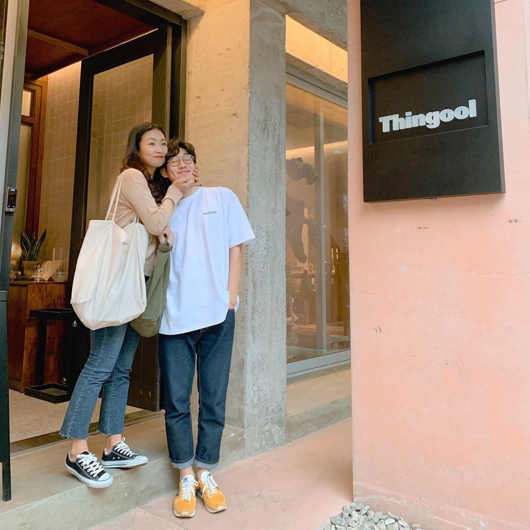 Học cách pose dáng như cặp đôi người Hàn này, đảm bảo có ngay loạt ảnh du lịch đáng yêu không trượt phát nào - Ảnh 4.