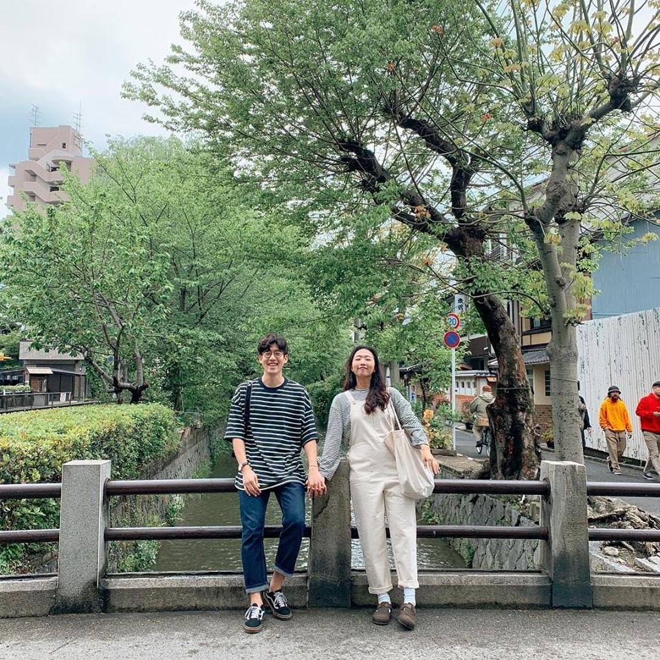 Học cách pose dáng như cặp đôi người Hàn này, đảm bảo có ngay loạt ảnh du lịch đáng yêu không trượt phát nào - Ảnh 13.