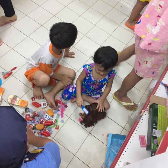 Người chụp bức ảnh trẻ con đại tiện trong siêu thị Auchan: Mẹ của bé sau khi mua hàng đã bế con ra và mặc kệ những gì bé vừa để lại - Ảnh 3.
