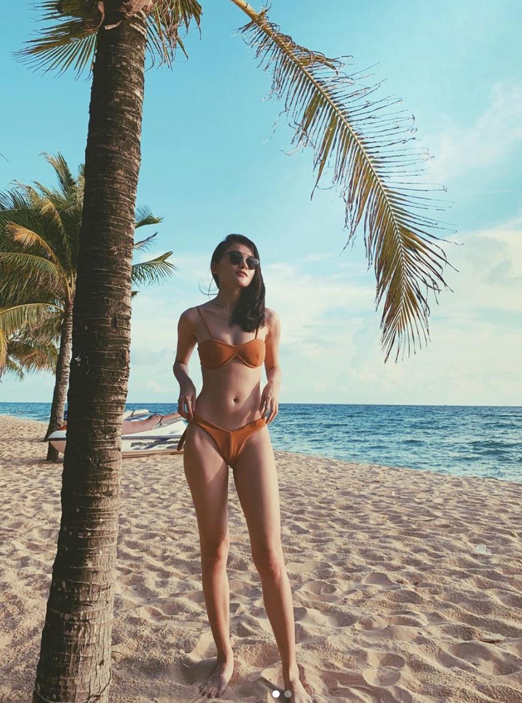 Lâu lâu mới diện bikini một lần, Á hậu Thùy Dung khoe trọn vẹn body nóng bỏng cùng chân dài thẳng tắp chẳng kém ai - Ảnh 1.