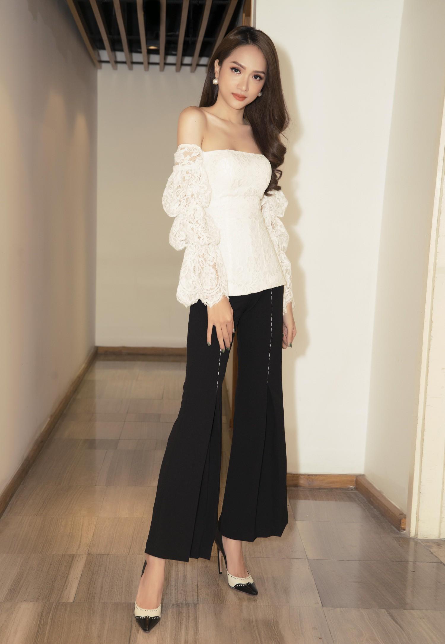 Hương Giang diện váy ôm sát gợi cảm, nhận giải Top 50 Phụ nữ ảnh hưởng nhất Việt Nam - Ảnh 5.