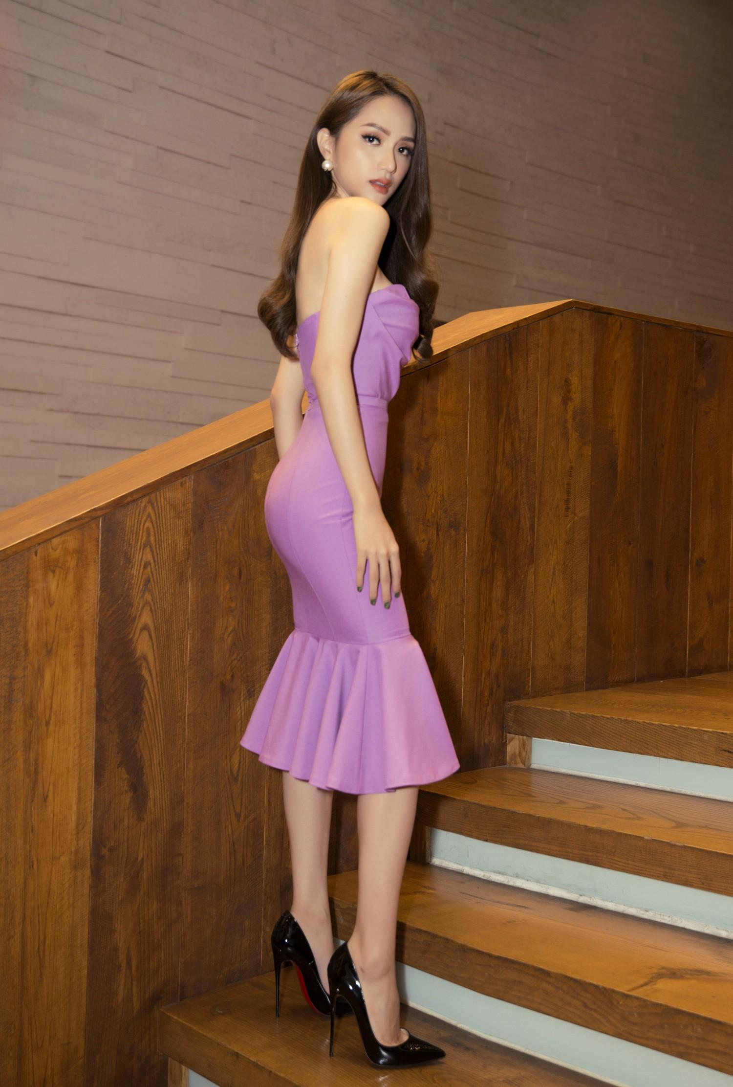 Hương Giang diện váy ôm sát gợi cảm, nhận giải Top 50 Phụ nữ ảnh hưởng nhất Việt Nam - Ảnh 3.