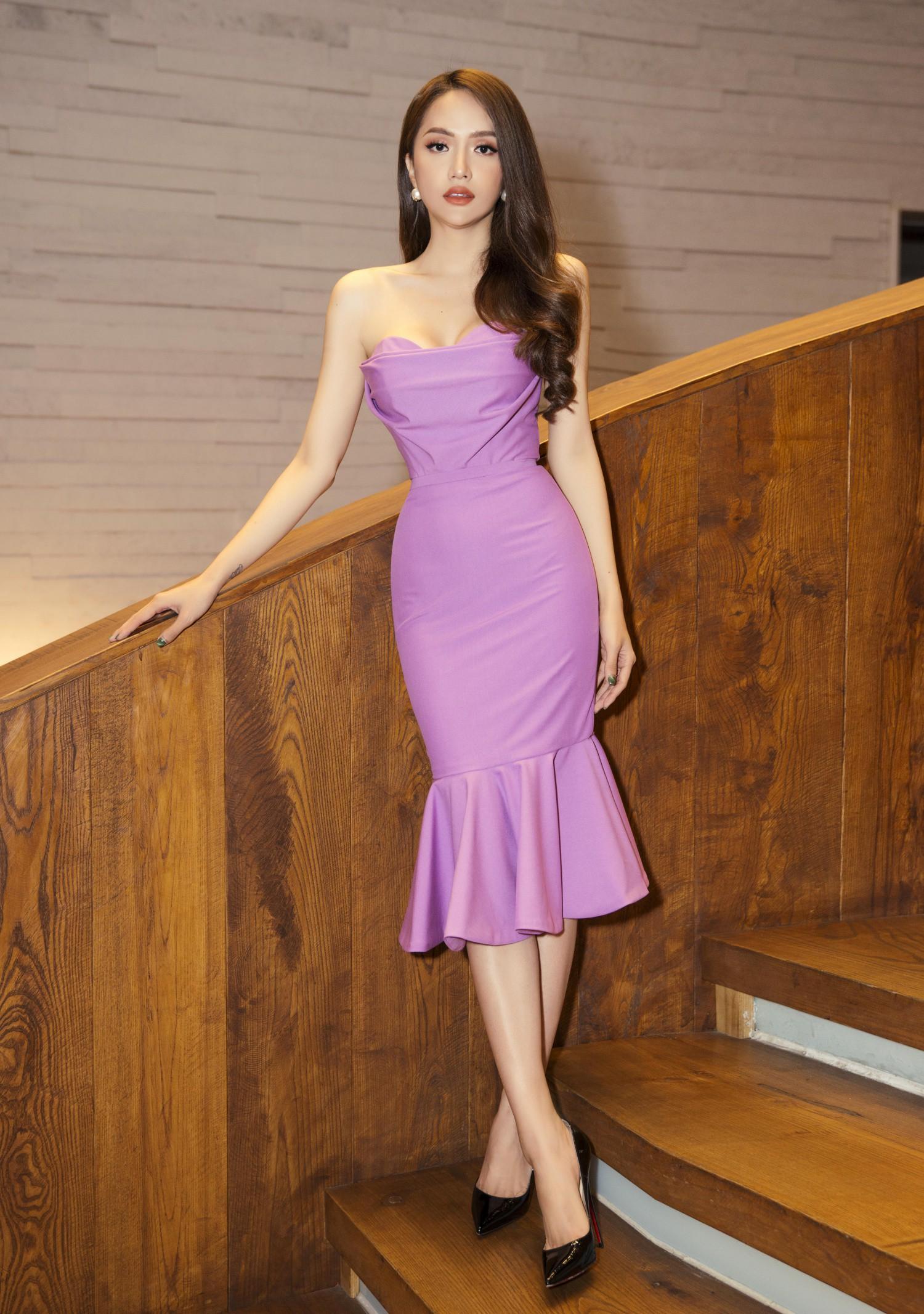 Hương Giang diện váy ôm sát gợi cảm, nhận giải Top 50 Phụ nữ ảnh hưởng nhất Việt Nam - Ảnh 2.
