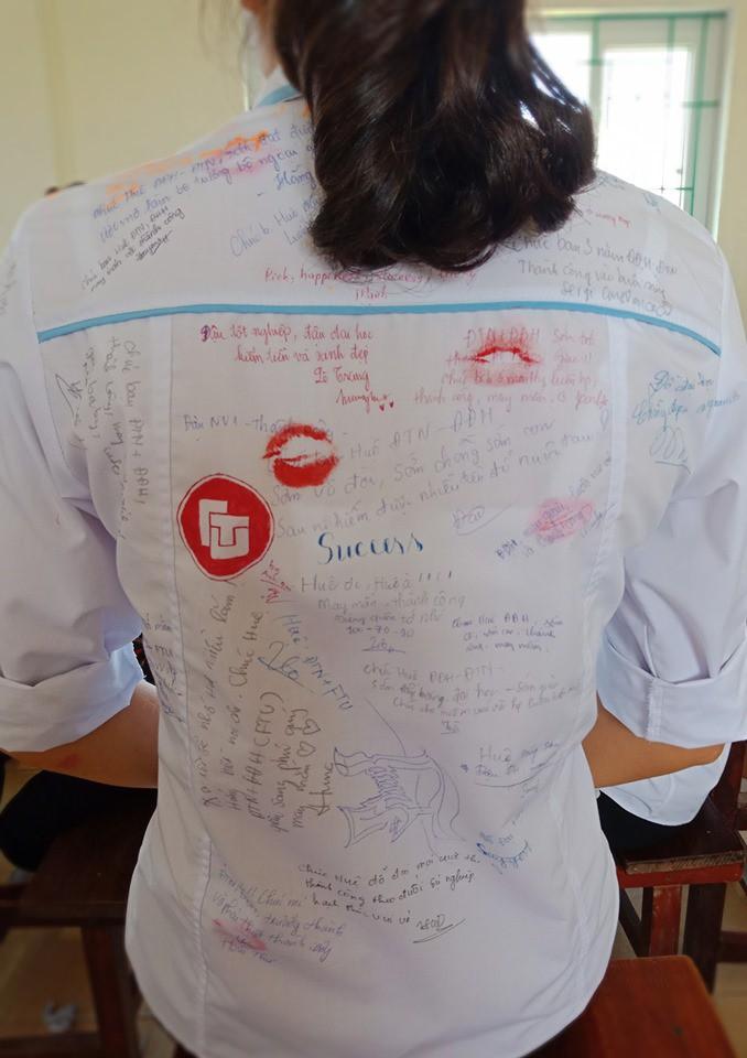 Dân mạng đua nhau share chiếc áo trắng thanh xuân với những dòng chữ chi chít của bạn bè cùng lớp, bạn còn giữ nó không? - Ảnh 7.