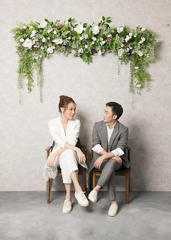 Đàm Thu Trang diện váy cưới lộng lẫy, khoe vẻ đẹp mong manh trước ngày về chung nhà với Cường Đô La - Ảnh 3.