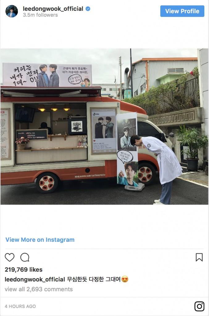 Trai đẹp Lee Dong Wook ủng hộ Gong Yoo nguyên xe cafe: Khỏi cần fan chèo thuyền, hai anh đây tự đẩy! - Ảnh 5.
