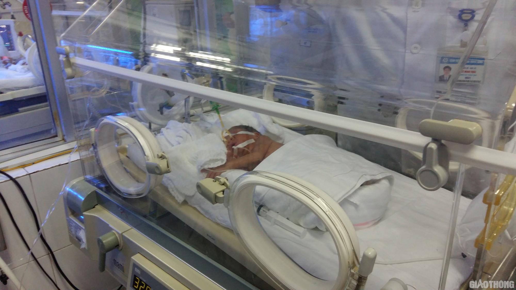 Sức khỏe bé Bình An - con trai sản phụ ung thư giai đoạn cuối giờ ra sao? - Ảnh 1.