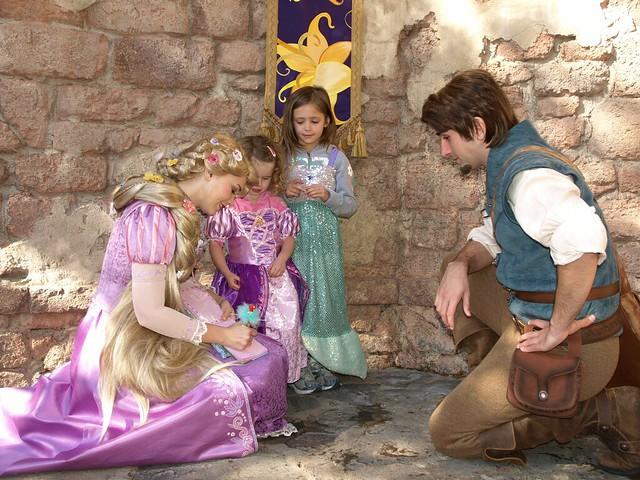 9 bí mật đằng sau vẻ hào nhoáng của những cô công chúa làm việc tại Disney World - Ảnh 5.