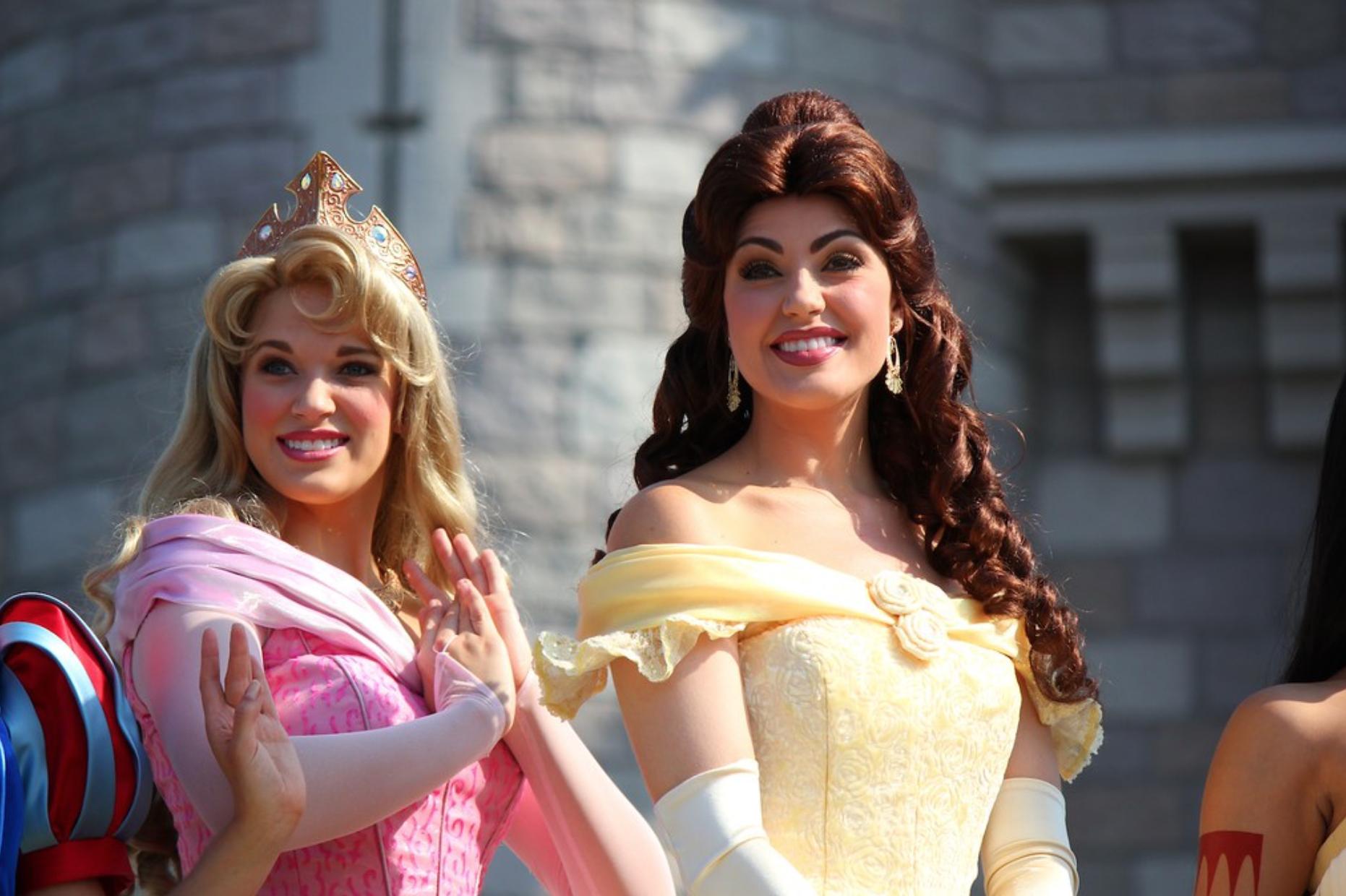 9 bí mật đằng sau vẻ hào nhoáng của những cô công chúa làm việc tại Disney World - Ảnh 2.