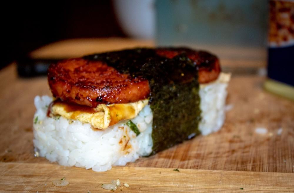 Bạn sẽ ngạc nhiên khi biết nhiều nước trên thế giới dùng chung một loại thịt hộp để chế biến các đặc sản khác nhau - Ảnh 7.