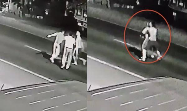 Clip: Nam thanh niên cởi trần bế bạn gái ra đường chờ ô tô tông để cùng chết gây phẫn nộ - Ảnh 3.