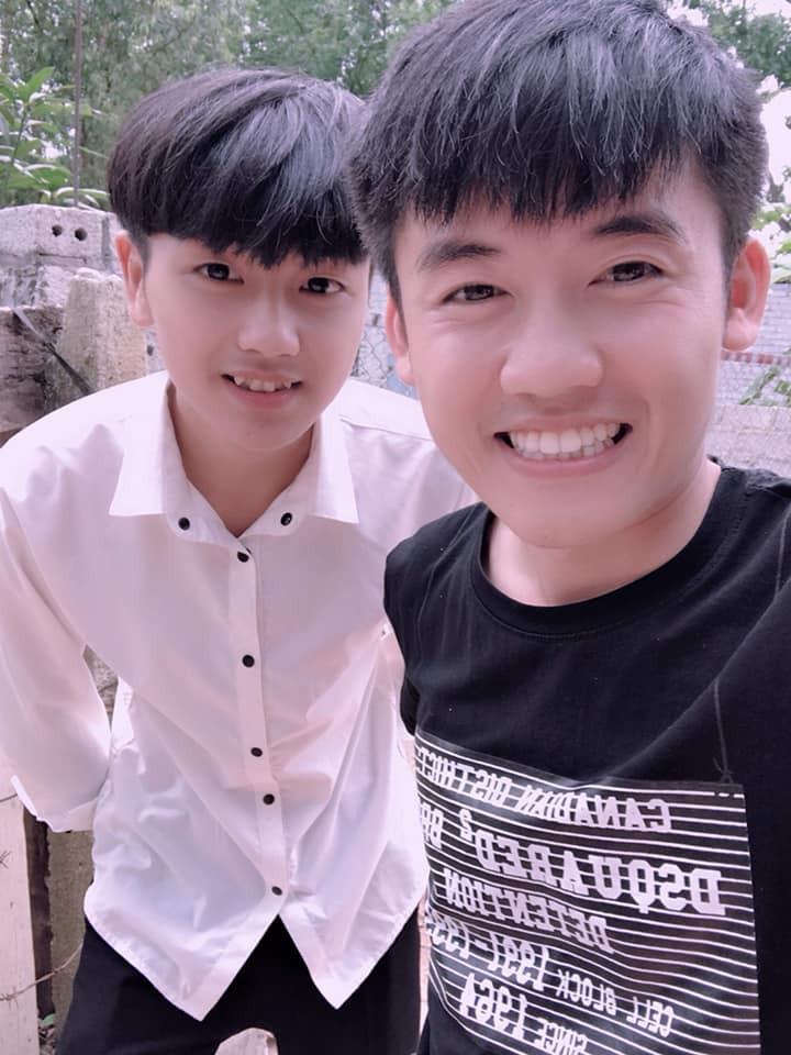 Đến thăm nhà Bà Tân Vlog, nam sinh nổi rần rần trên mạng vì sở hữu nhan sắc giống hệt Giang Thần - Ảnh 4.