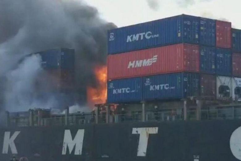 Cháy nổ tàu hàng tại Thái Lan, ít nhất 50 người bị thương - Ảnh 1.