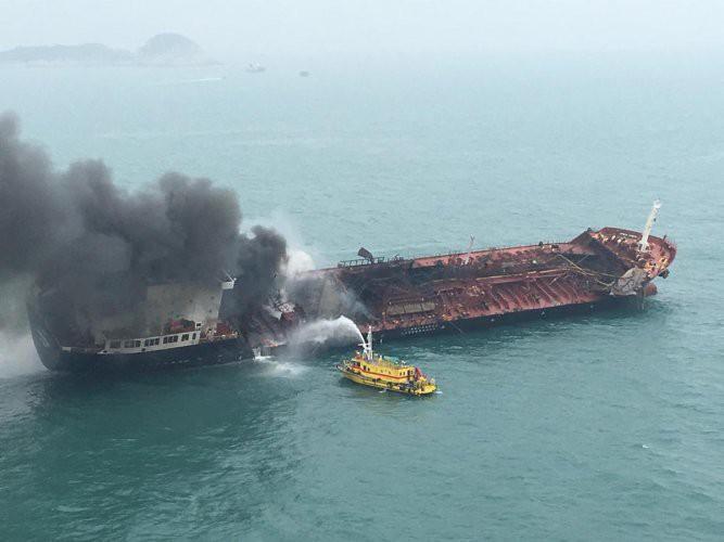 Cháy nổ tàu hàng tại Thái Lan, ít nhất 50 người bị thương - Ảnh 2.