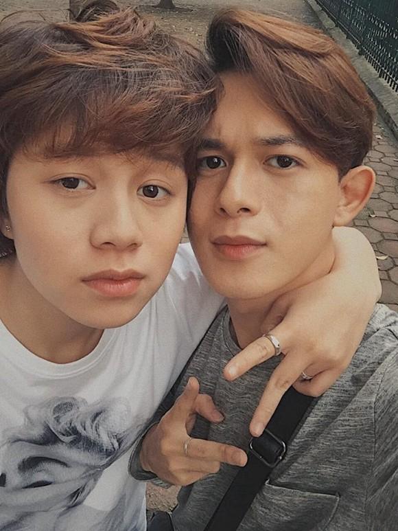 """Không chỉ trên phim, cặp đôi Quang Anh - Bảo Hân """"Về nhà đi con"""" còn khiến fan ra sức """"đẩy thuyền"""" ngoài đời thực - Ảnh 1."""