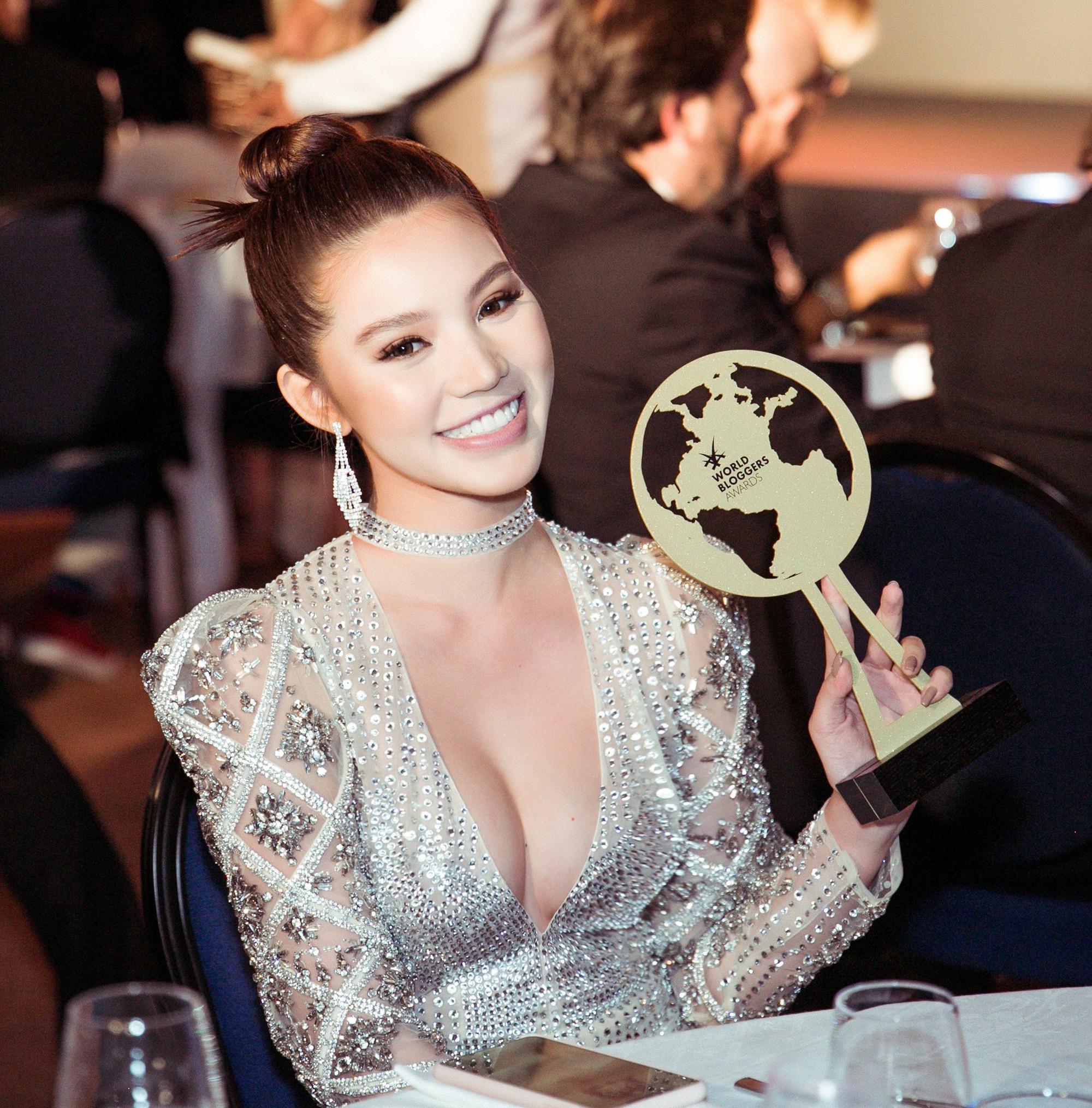 Cũng góp mặt tại Cannes, nhưng Hoa hậu Jolie Nguyễn lại đến với tư cách một... blogger? - Ảnh 9.