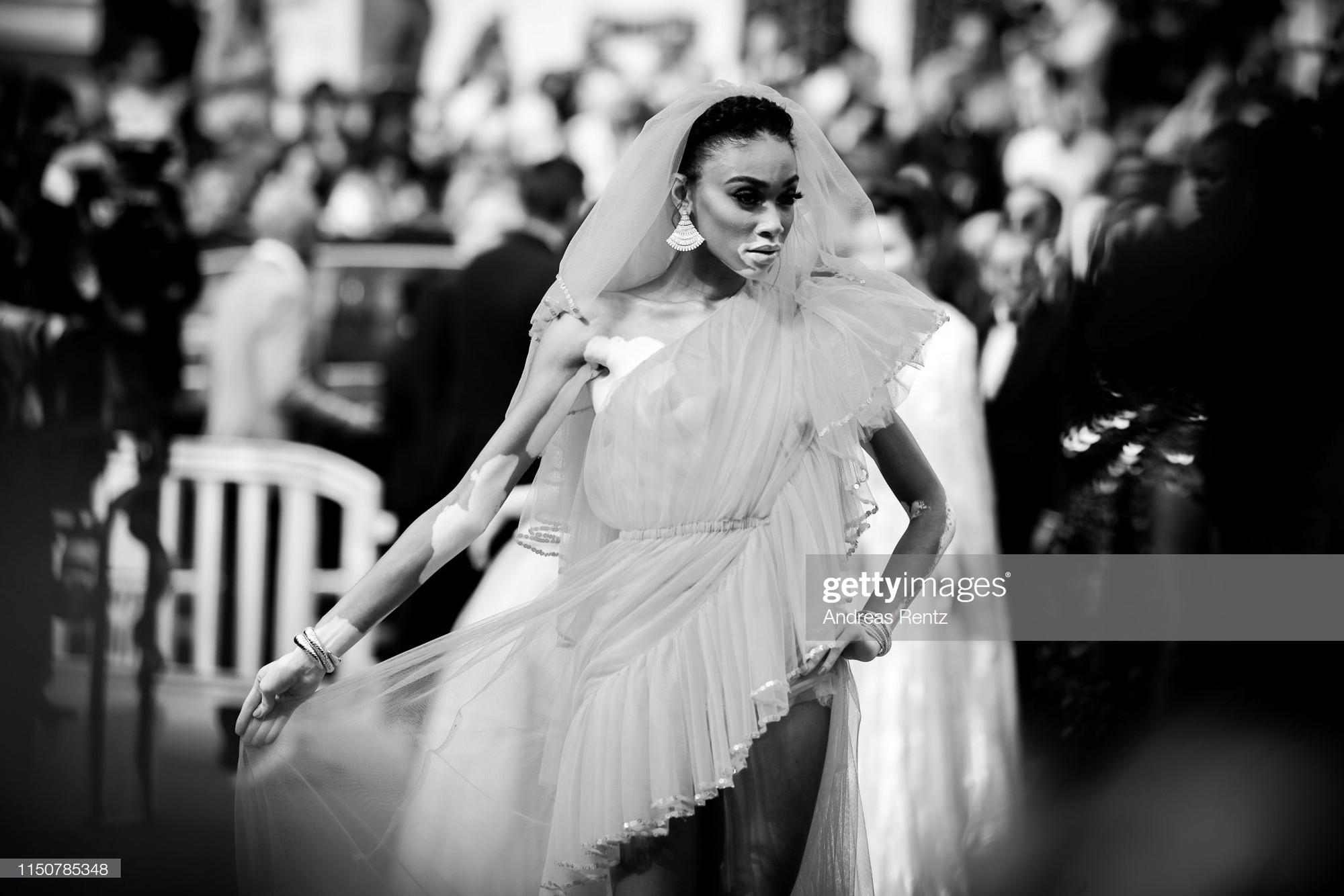 Top khoảnh khắc đắt giá nhất Cannes 2019: Dàn mỹ nhân 9X bất ngờ chiếm đa số, Selena và cặp đôi Brooklyn ấn tượng mạnh - Ảnh 19.