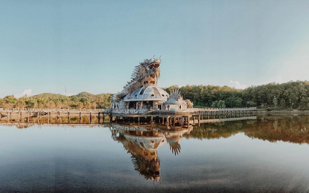 """Công viên nước bị bỏ hoang ở Huế bỗng dưng """"hot"""" trở lại sau 15 năm: Bí ẩn """"ma mị"""" mãi vẫn chưa có lời giải đáp - Ảnh 1."""