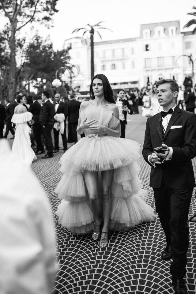 Top khoảnh khắc đắt giá nhất Cannes 2019: Dàn mỹ nhân 9X bất ngờ chiếm đa số, Selena và cặp đôi Brooklyn ấn tượng mạnh - Ảnh 10.
