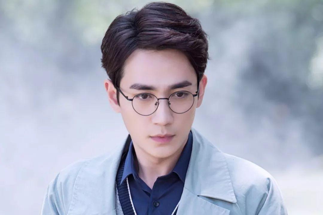 5 diễn viên Hoa ngữ khiến chị em đua nhau nhập viện vì quá đẹp trai nửa đầu năm 2019! - Ảnh 1.