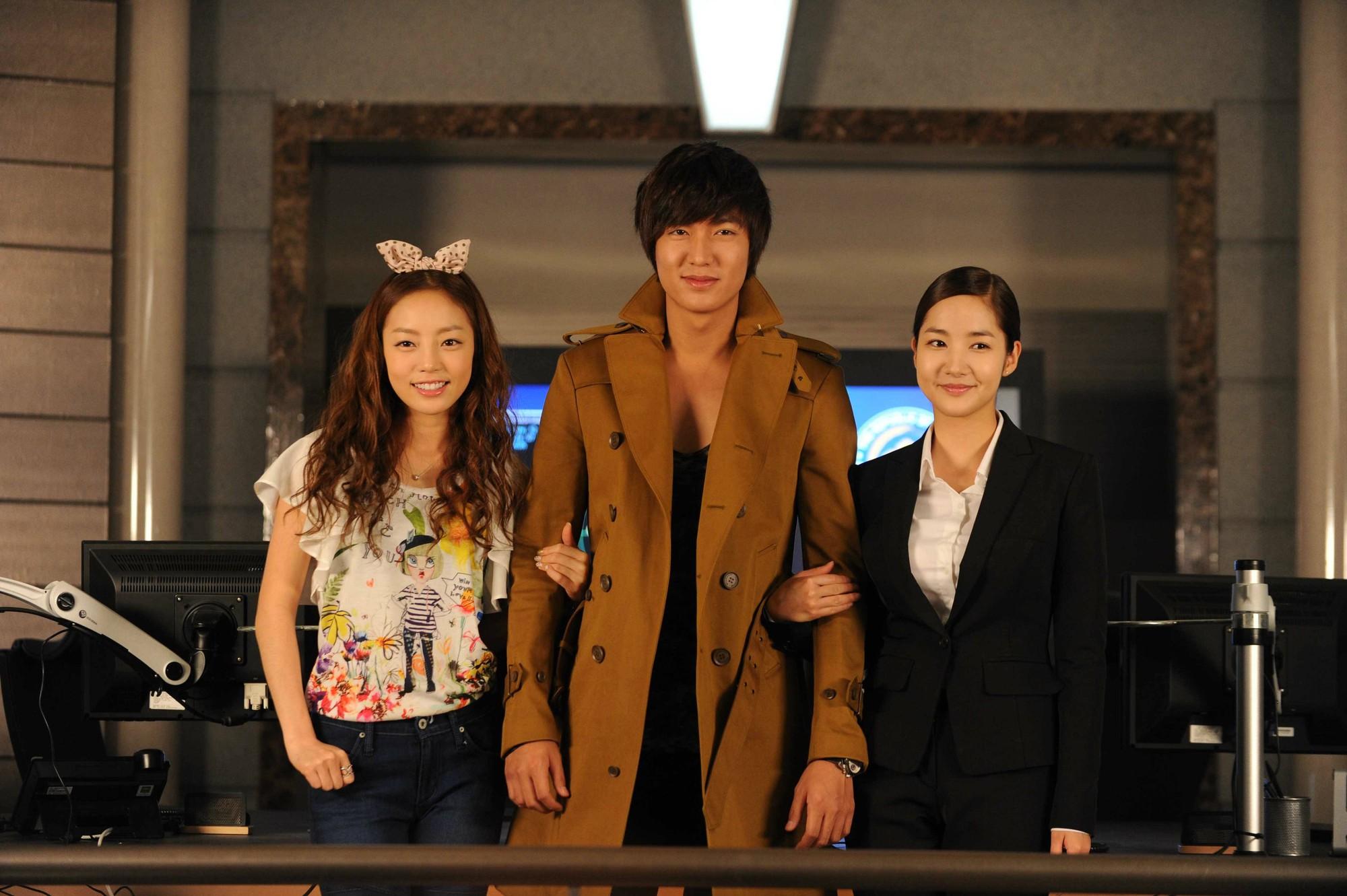 Goo Hara: Từ kẻ bám đuôi Lee Min Ho trong City Hunter tới scandal chấn động showbiz Hàn! - Ảnh 1.