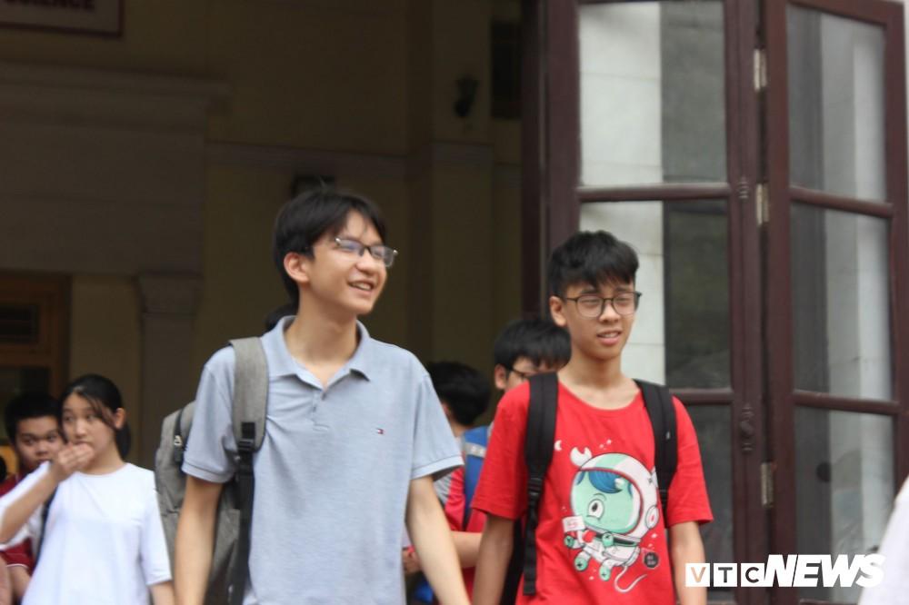 Đề thi Toán vòng 1 trường THPT Chuyên Khoa học tự nhiên Hà Nội - Ảnh 2.