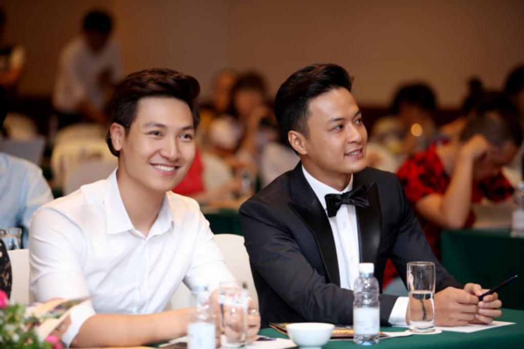 Nhìn hội soái ca siêng cởi, fan chỉ ước những nam thần này cũng chịu khó hở hơn trên màn ảnh Việt - Ảnh 24.