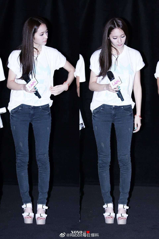 Điều gì đang xảy ra với đôi chân từng được tán dương nuột nà, thon dài của Krystal thế này? - Ảnh 5.