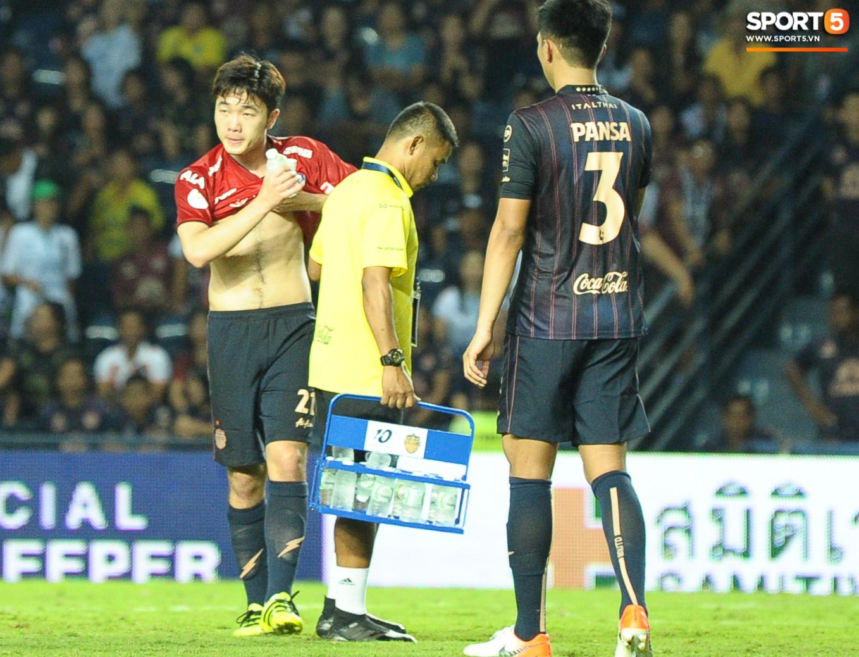 Giải mã hành động Xuân Trường cởi áo sau trận thắng đội bóng của Văn Lâm - Ảnh 6.