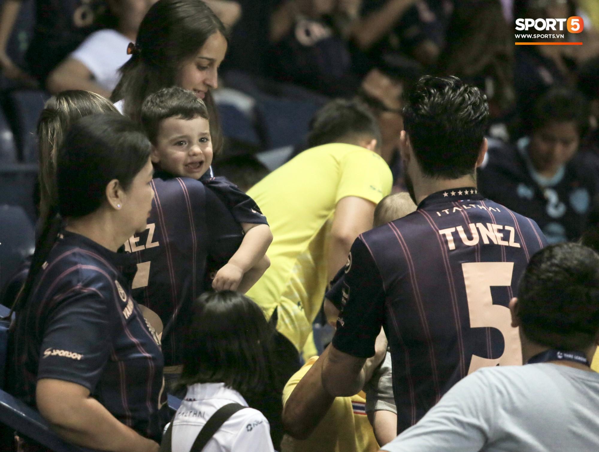 Bạn thân Xuân Trường điển trai, để lại hình ảnh ấm áp về tình phụ tử trước trận derby bóng đá Thái - Ảnh 7.