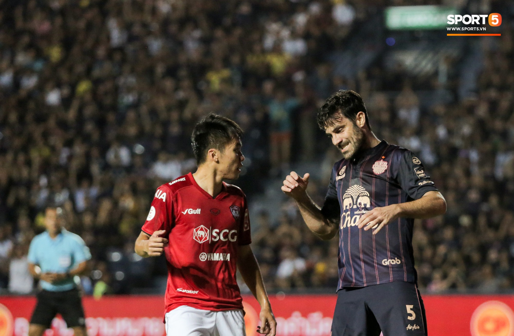 Bạn thân Xuân Trường điển trai, để lại hình ảnh ấm áp về tình phụ tử trước trận derby bóng đá Thái - Ảnh 9.