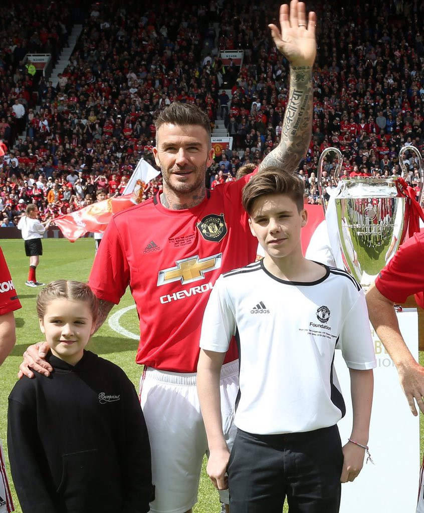 Ngất ngây trước những hình ảnh đẹp long lanh của Beckham trong ngày mặc lại bộ áo đấu MU, tái hiện ký ức thanh xuân tươi đẹp của hàng chục triệu người hâm mộ - Ảnh 4.